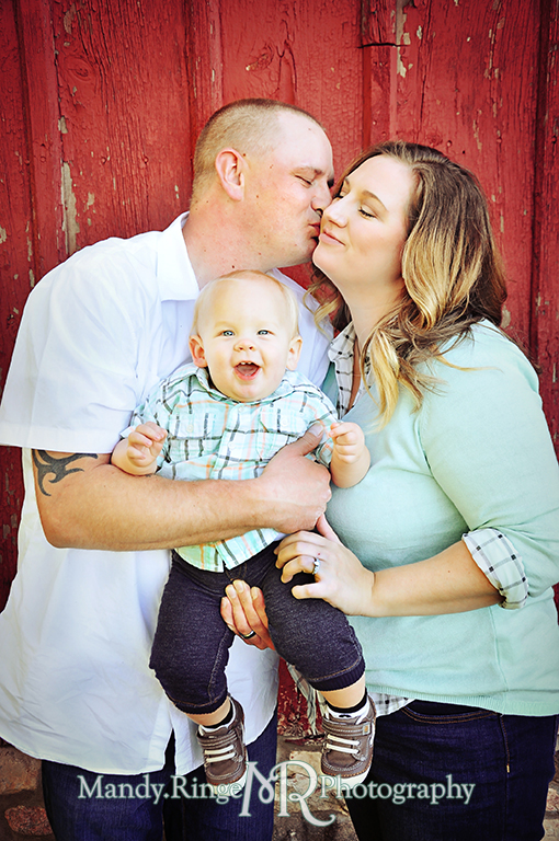 Family photos in front of a red barn // Leroy Oaks // St Charles, IL // by Mandy Ringe Photography