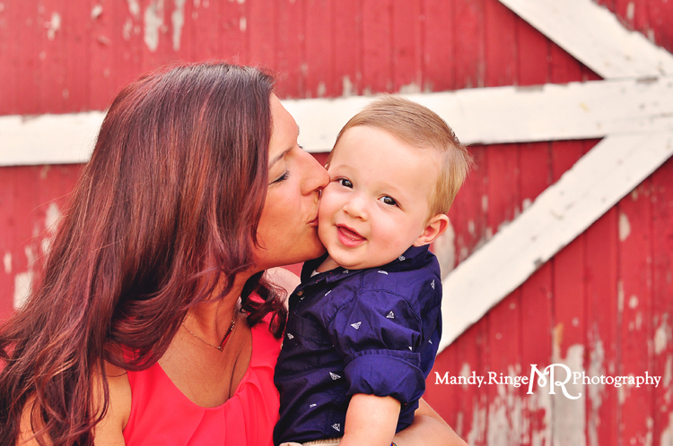Family Portraits // Red and white barn // Leroy Oakes - St. Charles, IL // by Mandy Ringe Photography