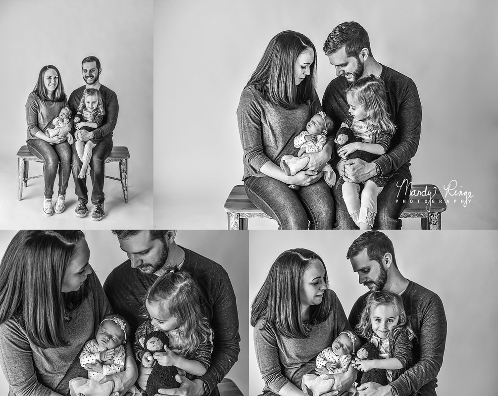 Black and white family portraits // mini session, minimal, minimalistic // St. Charles, IL Photographer // by Mandy Ringe Photography