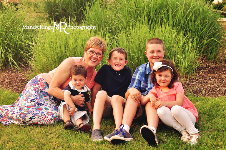 Extended family portrait session // Sitting in the grass // Peck Farm Park - Geneva, IL // by Mandy Ringe Photography