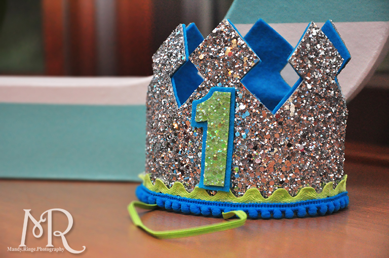 Under the Sea themed birthday party // First birthday crown with glitter // Boy's first birthday // by Mandy Ringe Photography