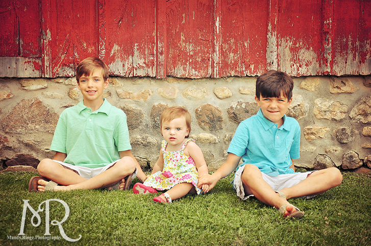 Siblings in front of a red barn // Leroy Oaks // by Mandy Ringe Photography